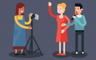 tre personer laver video marketing med iphone